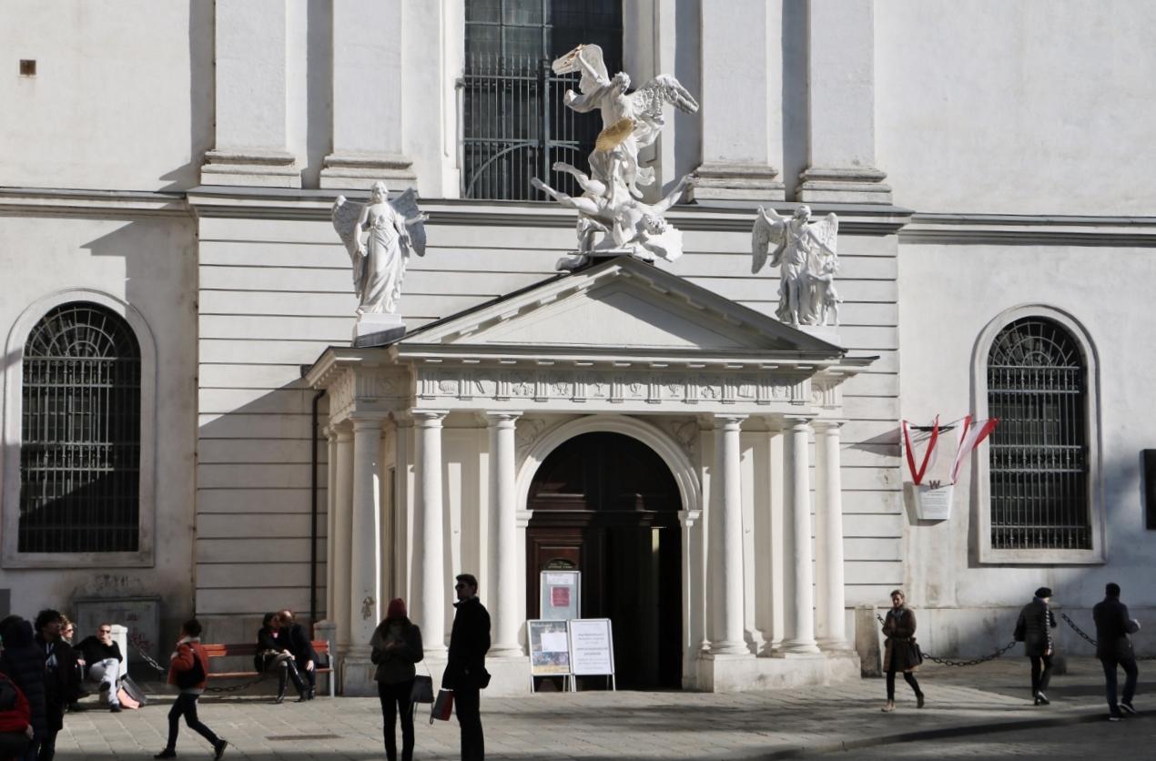 Der Portikus – das Portal der Michaelerkirche (1724)<br/>restauriert 2014 (innen), 2015/16 (außen)