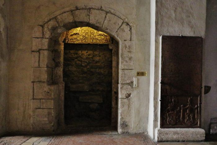 Romanisches Tympanon (um 1245)<br/>restauriert 2010