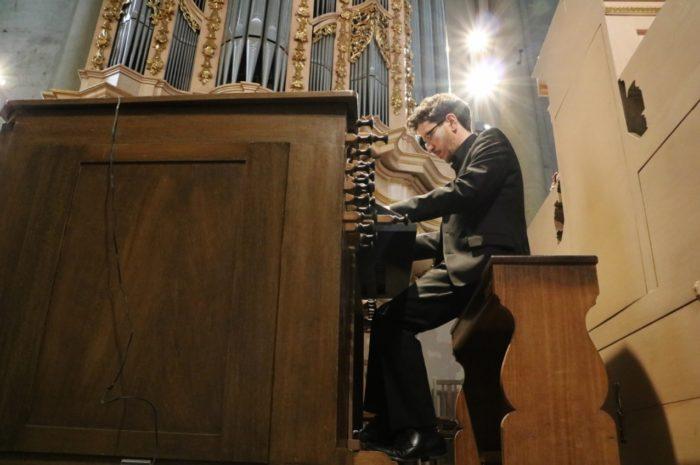 Orgel um 8